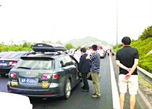 北京高速公路出京方向今晨拥堵(图)