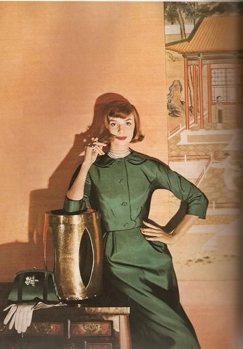 上世纪优雅广告女郎